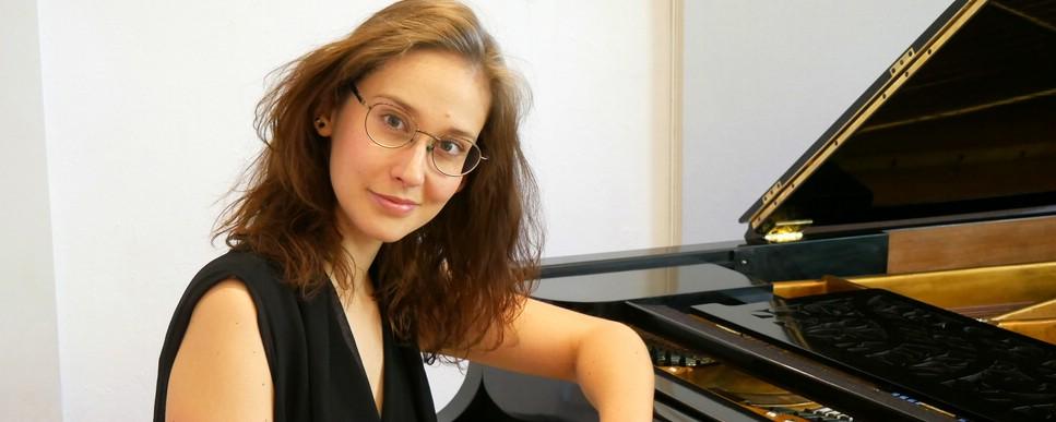 Klavierlehrerin Adrienn Illés an der Musikschule Philharmonika in Berlin-Charlottenburg/Wilmersdorf - Klavierunterricht
